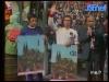 """Guy Lux accueille les jokers suisses et italiens lors des """"Jeux sans frontières"""" 1973 à Chartres."""