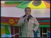 """Guy Lux lors des """"Jeux sans frontières"""" 1977 à Evry (Saint-Vrain)."""