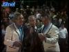 """Guy Lux, entouré de Gennaro Olivieri et Guido Pancaldi, lors des """"Jeux sans frontières"""" 1982 à Issy-les-Moulineaux."""