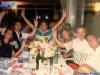 Les animateurs de Jeux sans frontières 1994 à table en marge d'un tournage à Poros (Grèce)