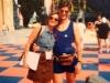 Caterina Ruggeri et l'arbitre-assistant Carlo Pegoraro sur le tournage de Jeux sans frontières 1996 à Stupinigi (Italie)