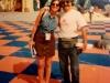 Caterina Ruggeri et Valdemiro (l'arbitre portugais) sur le plateau de Jeux sans frontières 1996 à Stupinigi (Italie)