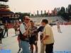 Ettore Andenna, Francesco Vicario et, au fond, l'assistant d'Armando Nobili sur le plateau de Jeux sans frontières 1996 à Stupinigi (Italie)