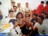 Jeux sans frontières 1997 à Budapest (Hongrie) : La productrice grecque, Dafne Bokota et Caterina Ruggeri lors d'un 'marquage'
